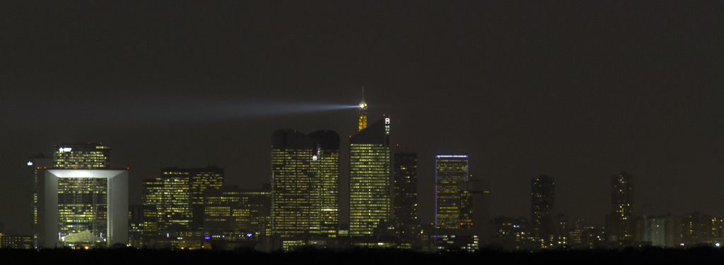 IMAGE: http://www.astrosurf.com/colmic/Canon/ladefense.jpg