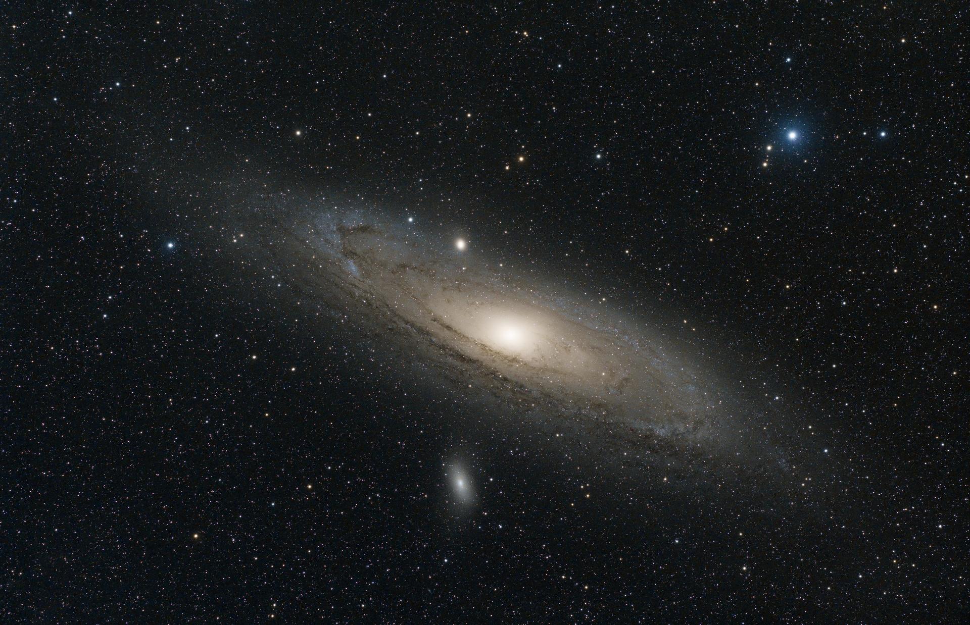 M31-FSQ106-71x30s3200iso_t.jpg
