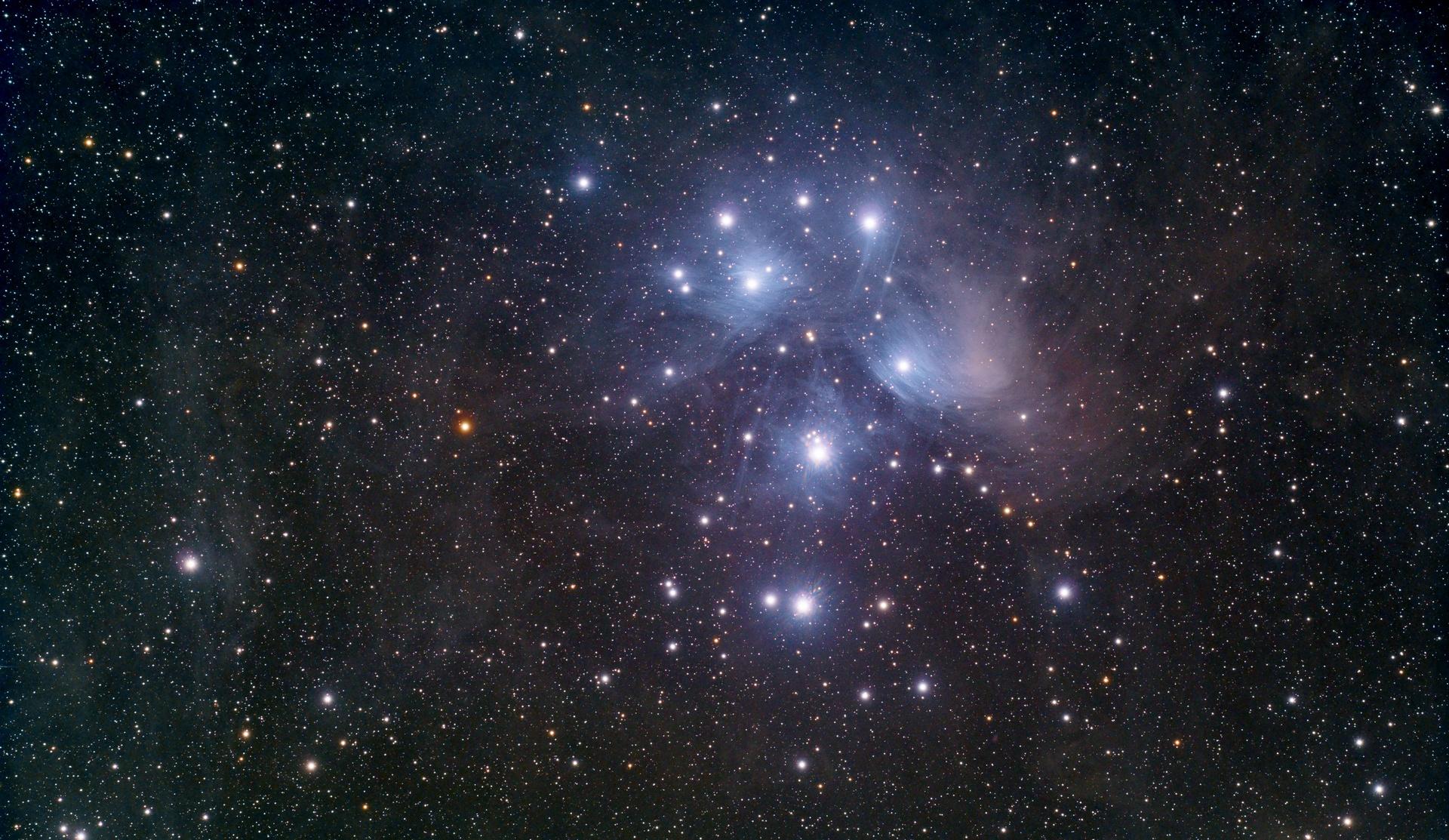 M45-FSQ106-121x30s-3200ISO-15082018_t.jpg