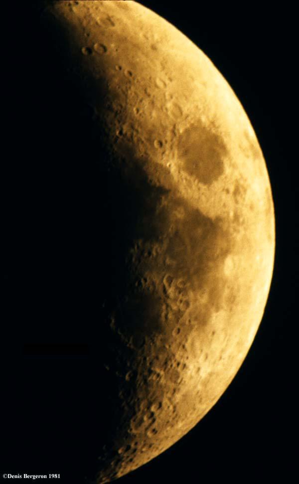Images de la lune prises à travers un télescope Dynamax 8 Schmidt ...