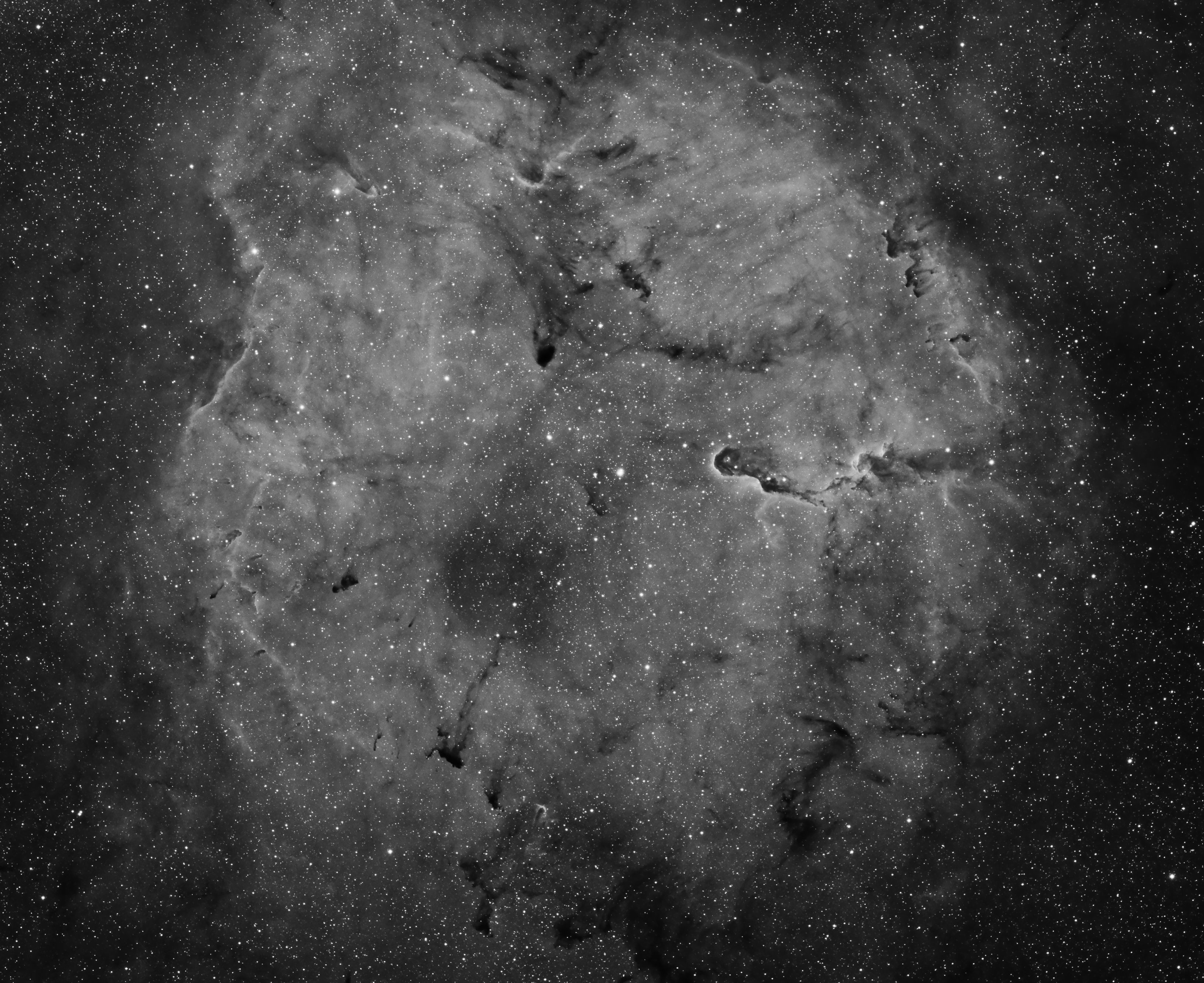 IC1396.jpg -          texto_bright    Object:IC1396 & Elephant trunck   Date:3-10-2008   Observingsite: Observatory 16b, Àger   Telescope: TakahashiFSQ-106N  @ f/5 on EM-400 mount   Camera:SBIG STL-11000M  @ -20C   Filters: Astrodon H alpha 6 nm   Exposure:3 x 30 min.  Totalexposure: 1,5 h     Guiding: Camera guide chip     Software:Guide & camera control: CCDSoft. Processing: PixInsight 1.2 Comment: