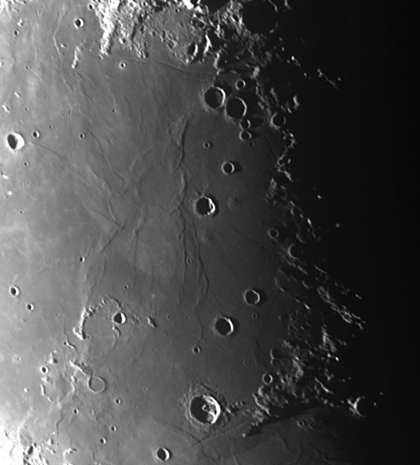Photos diverses de la Lune (à compléter) Lune241007_lamont