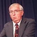 Le biochimiste David S.McKay lors de la présentation de la météorite ALH84001