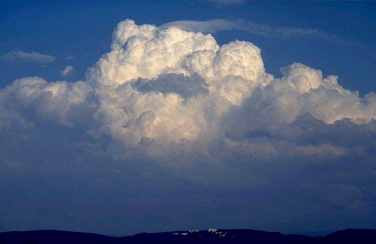 السحب و أنواعها Cu-con-pileus-psika