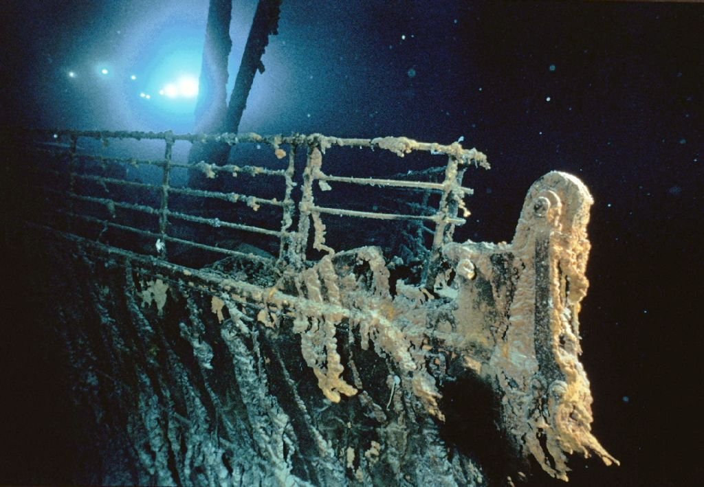 Gallery to see : Titanic 2003