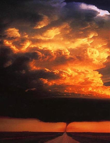 http://www.astrosurf.com/luxorion/Physique/nuage-cumulonimbus.jpg