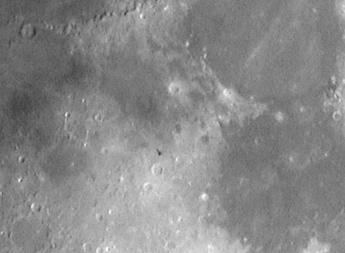 """Sujet reservé aux vidéos de """"possibles ovnis"""" dans l'espace - Page 2 Satellites_iss_lune_20031005"""
