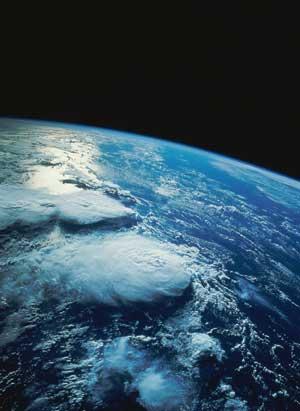La Terre est protégée par une couche atmosphérique si fine que vous la parcourez en moins d'une heure à pied
