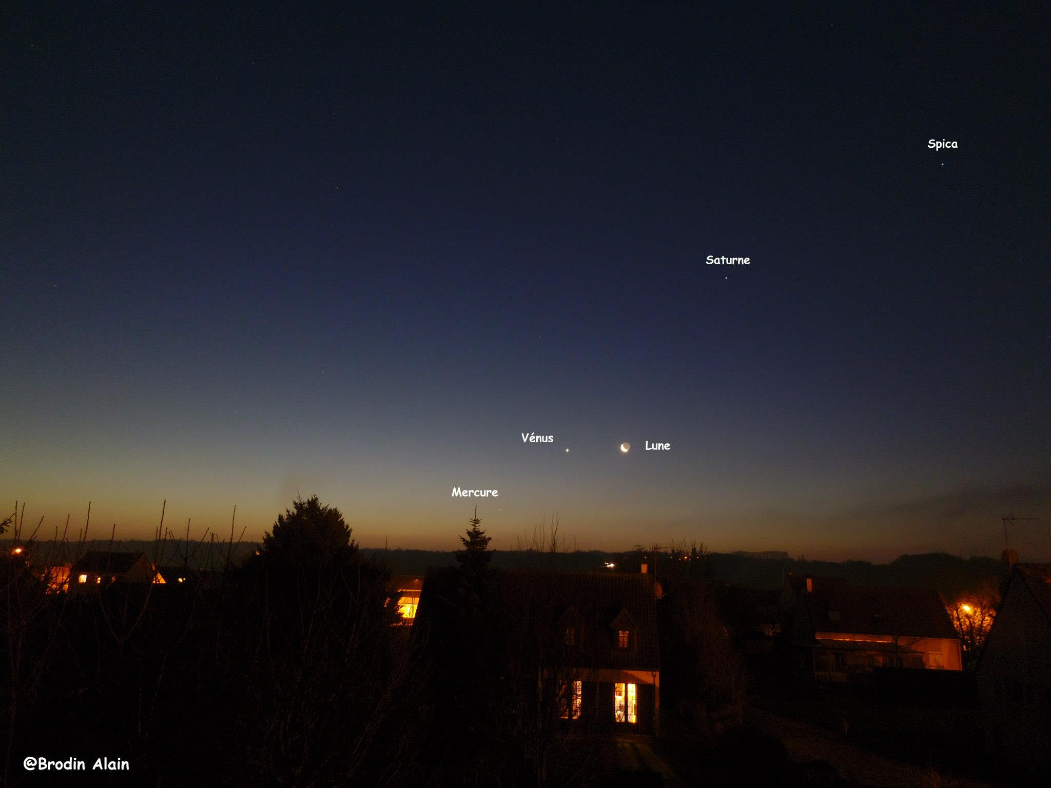 Ce Matin du 11 12 2012 vers 7h15 plus complete avec Mercure , Vénus , la Lune , Saturne et Spica !!!