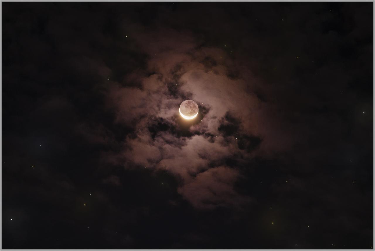 Croissant de Lune et Clair de Terre dans les nuages 23 sept 2017