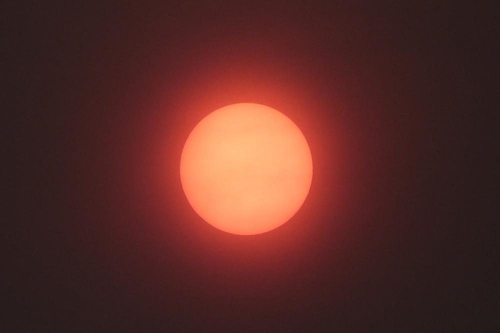 P2040601-copie-soleil-rouge.jpg