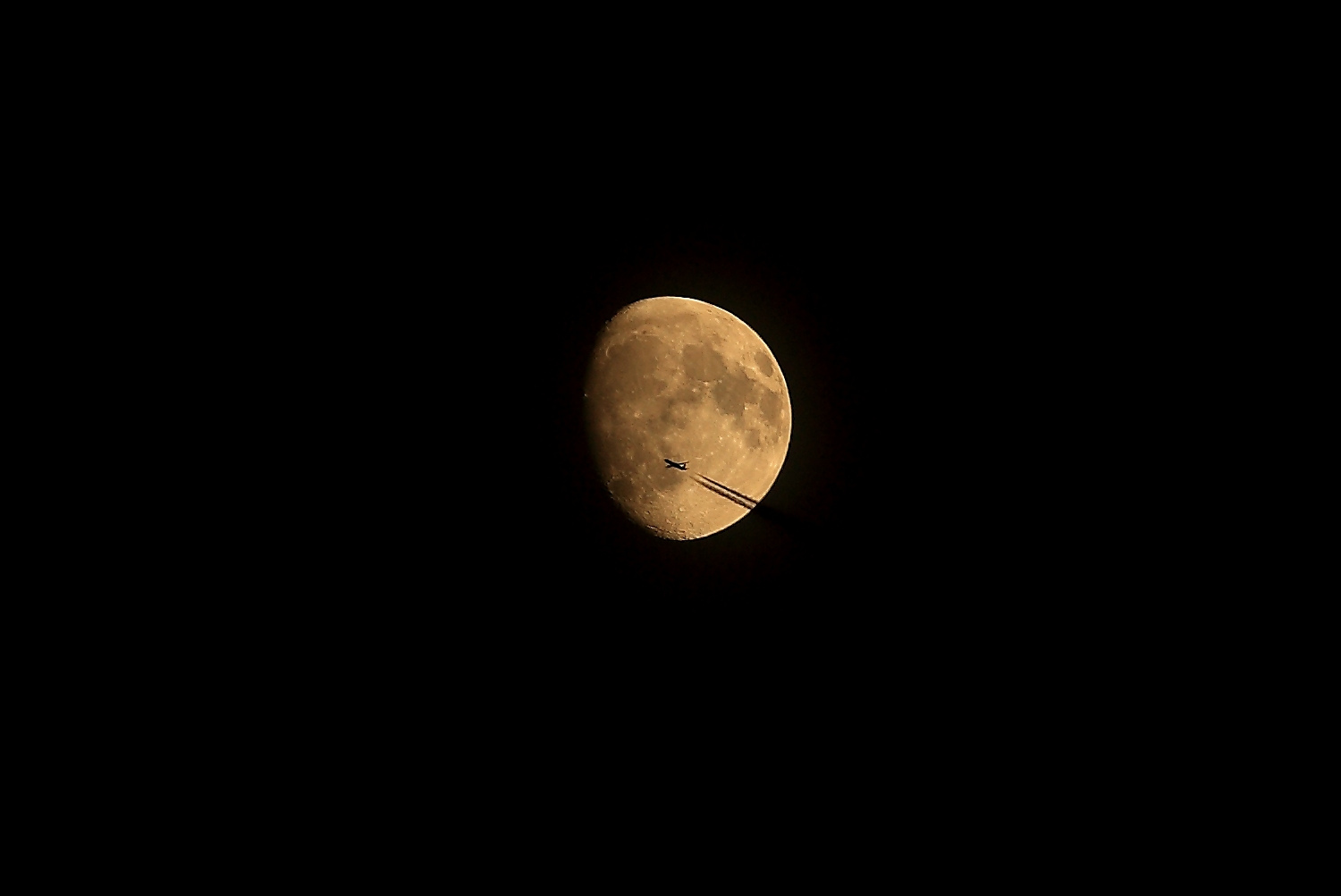 2017_10_31lune200mm_avion1