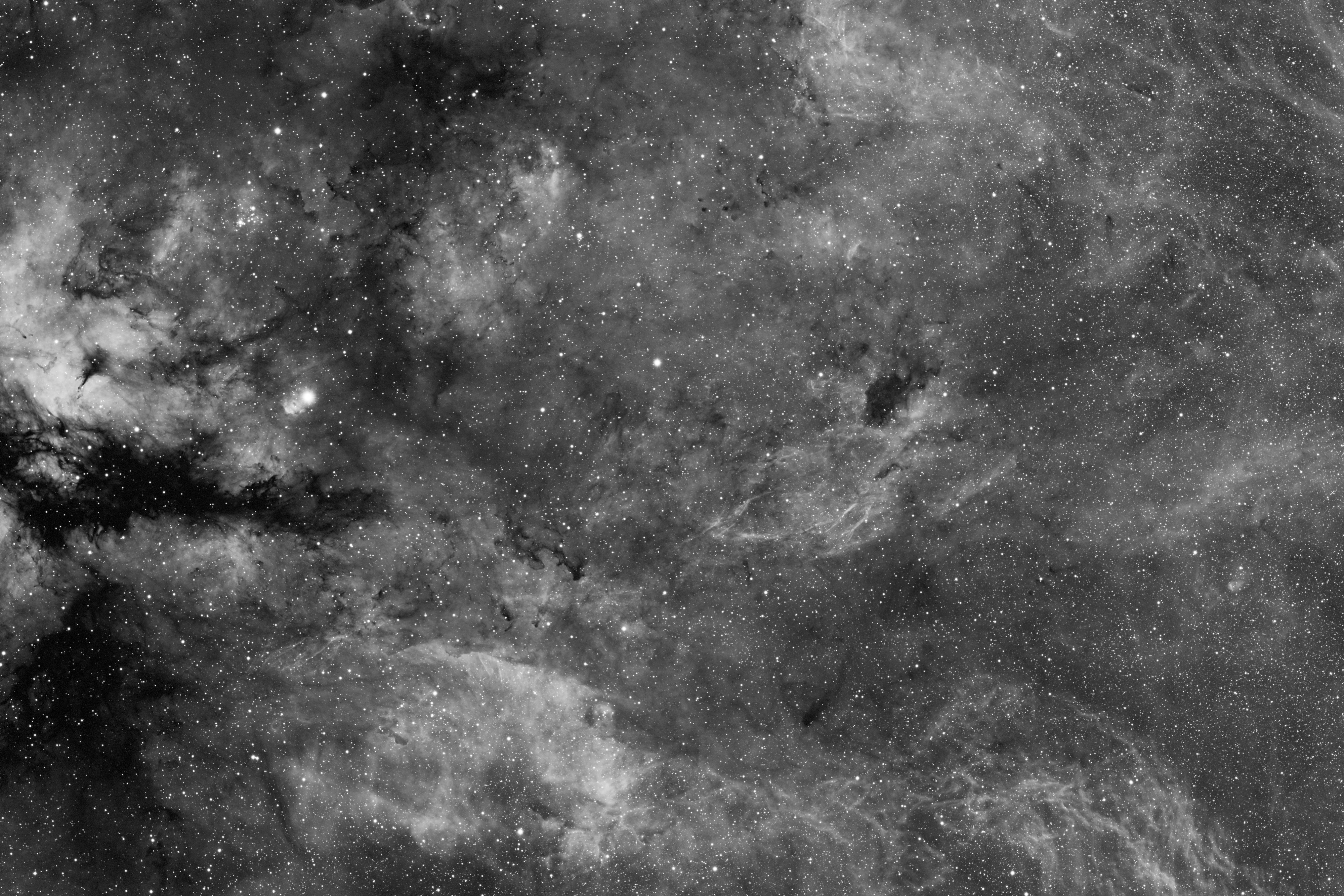 Région de Gamma Cygni en H-Alpha.jpg