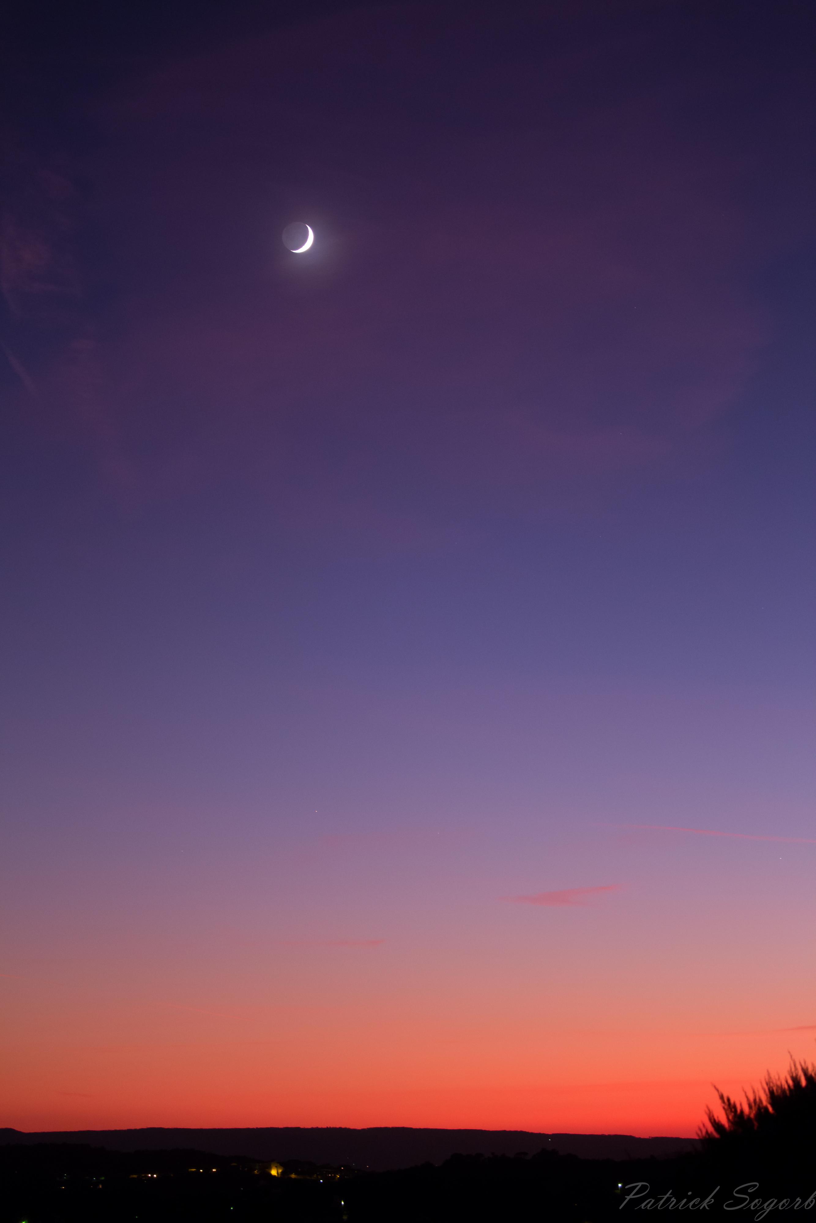 Lumière cendrée sur fond de coucher de Soleil