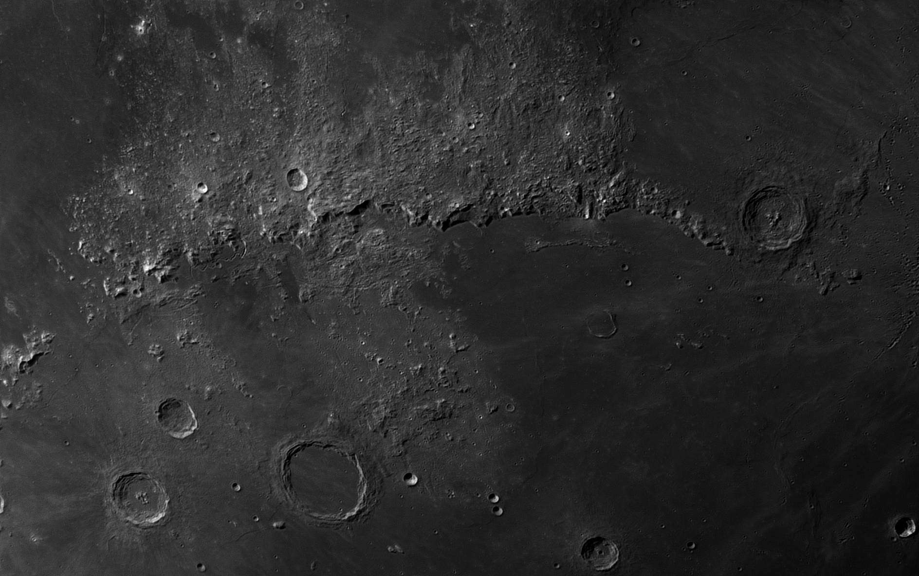 Moon_30_Sep_2017_20_28_42_HaT-F27_ZWO-ASI174MM_AS_F96_grad6_ap560_conv-ps.jpg