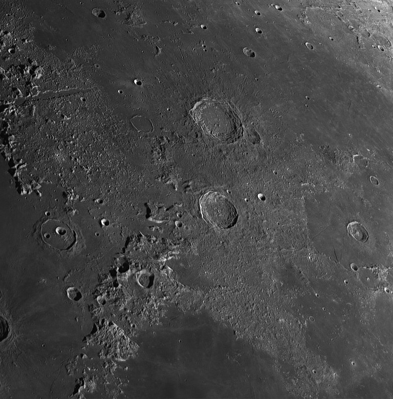 Moon_200349-registax1-final.jpg