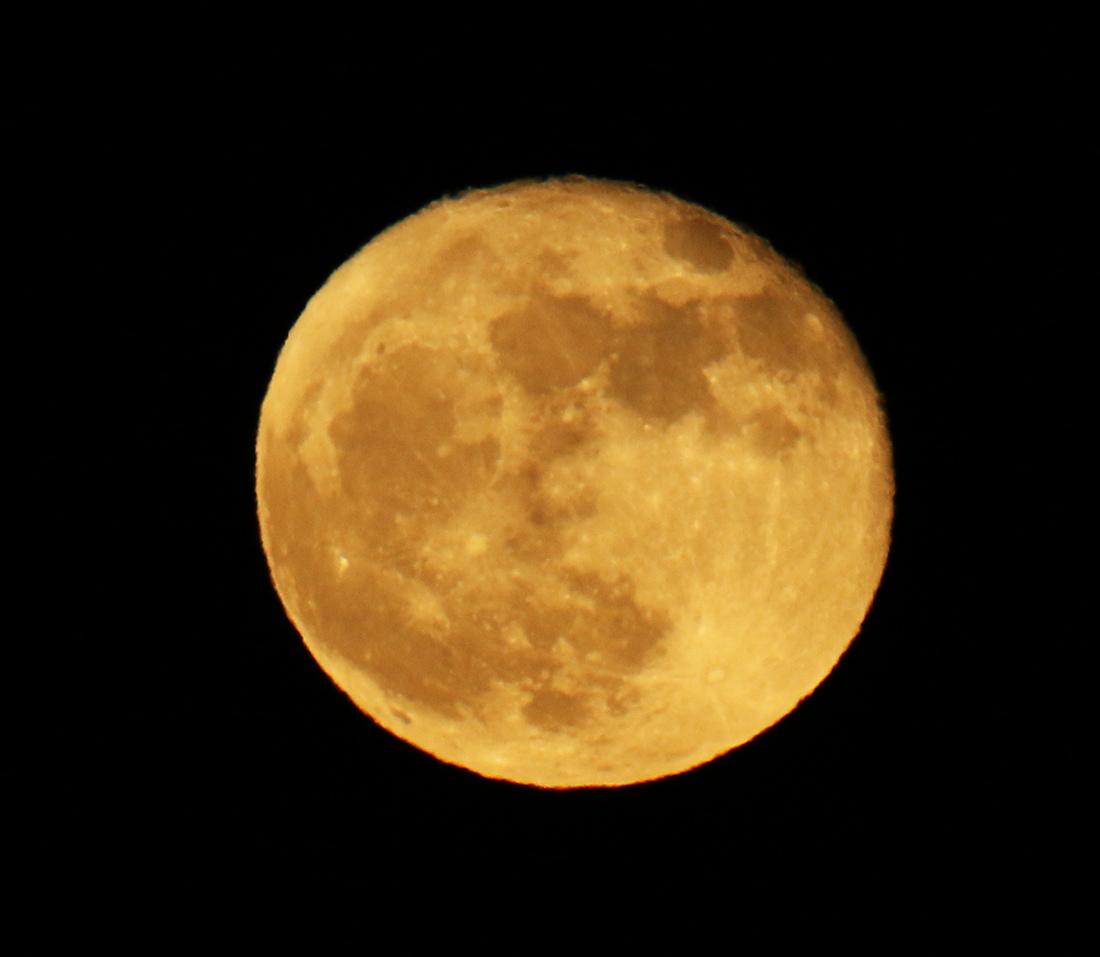 la lune au soir du 04/12/2017 (00035390.JPG)