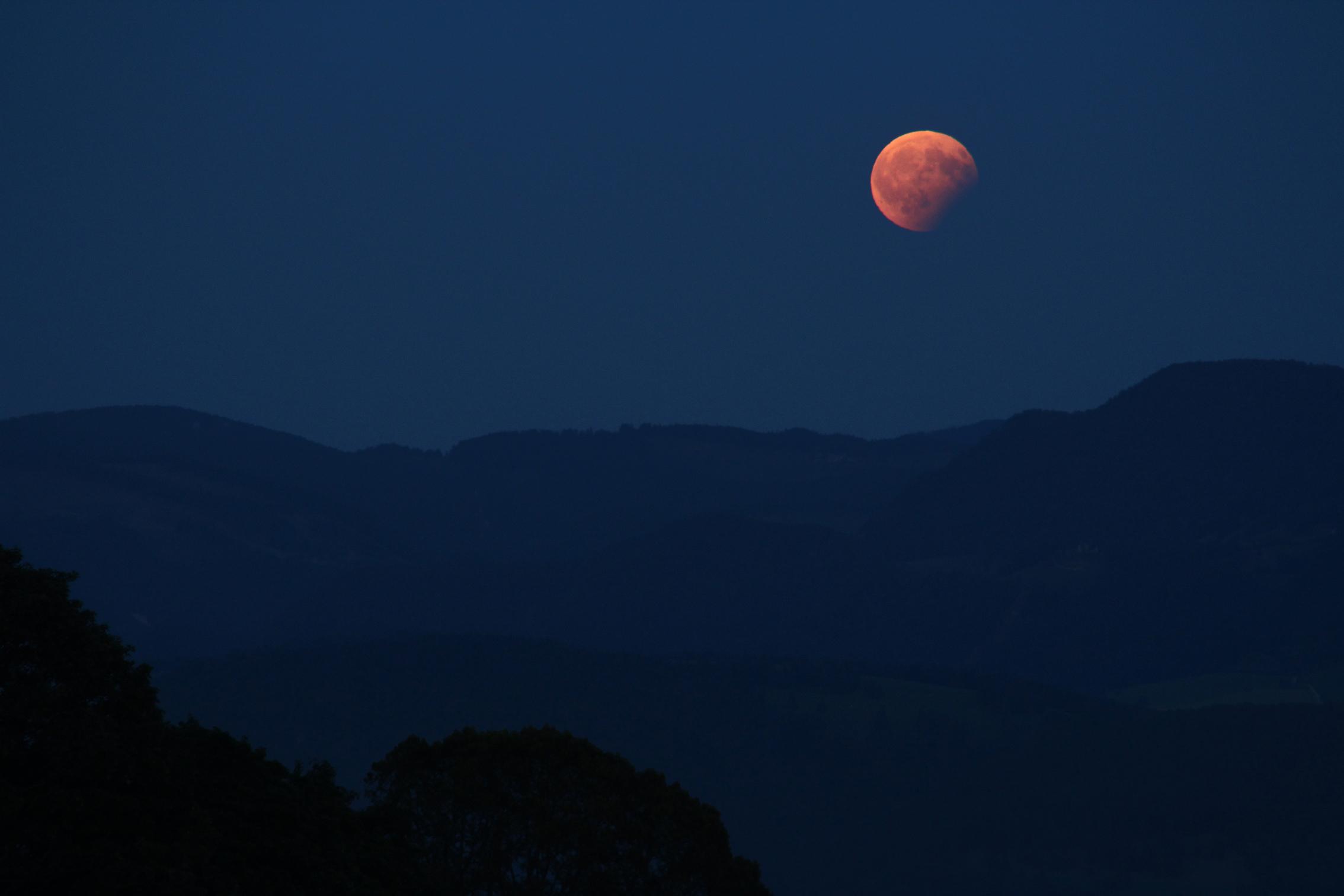éclipse partielle de Lune.JPG