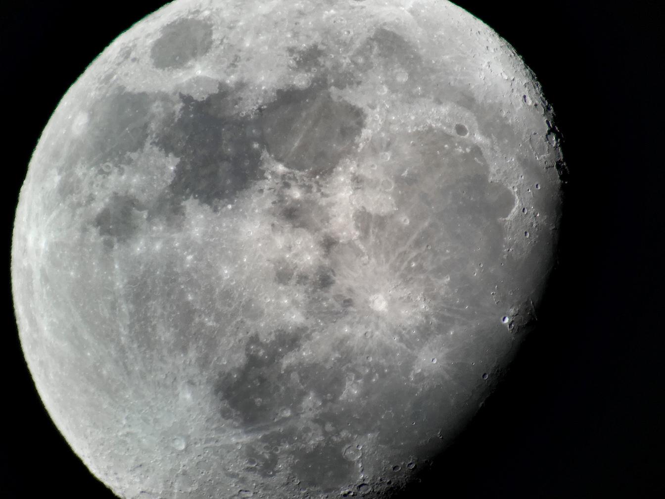 lune_01.jpg.8f328a33f95952dfa3869087f0edc094.jpg