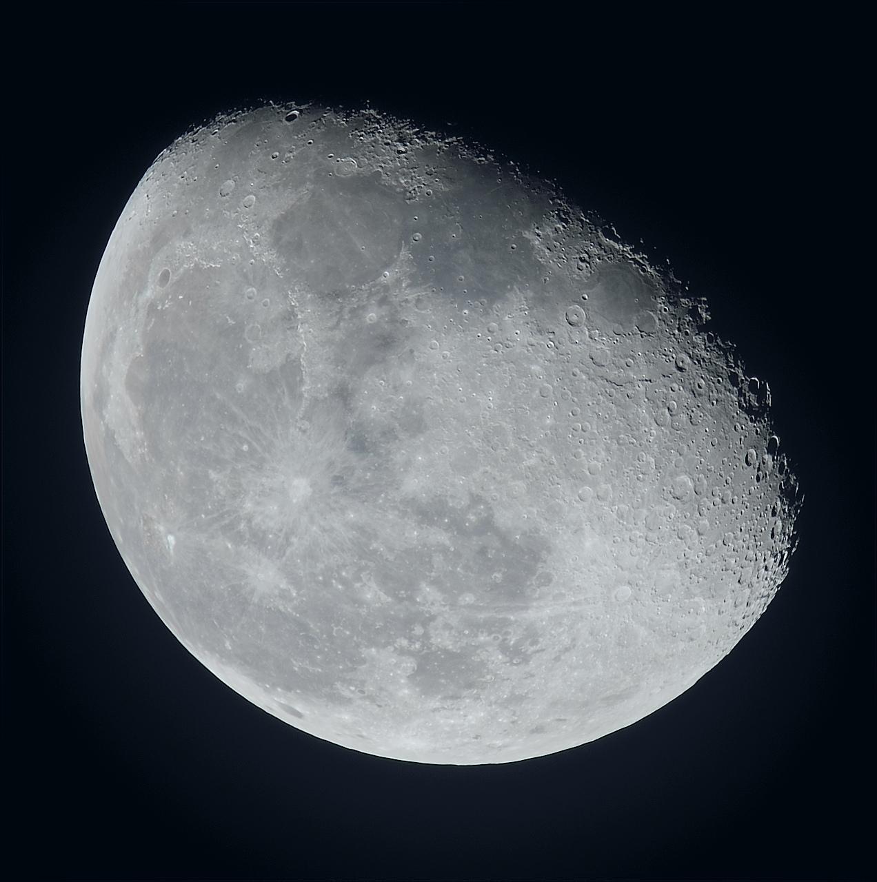 La lune du 6 Janvier au zoom Sigma 120-300 et Nikon D810, à 600 mm de focale