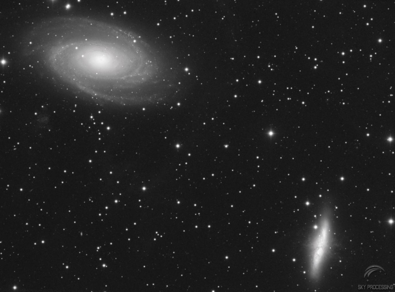 M81-82_test5_plus_sature_trouswavelet_skyprocessing_mono.jpg