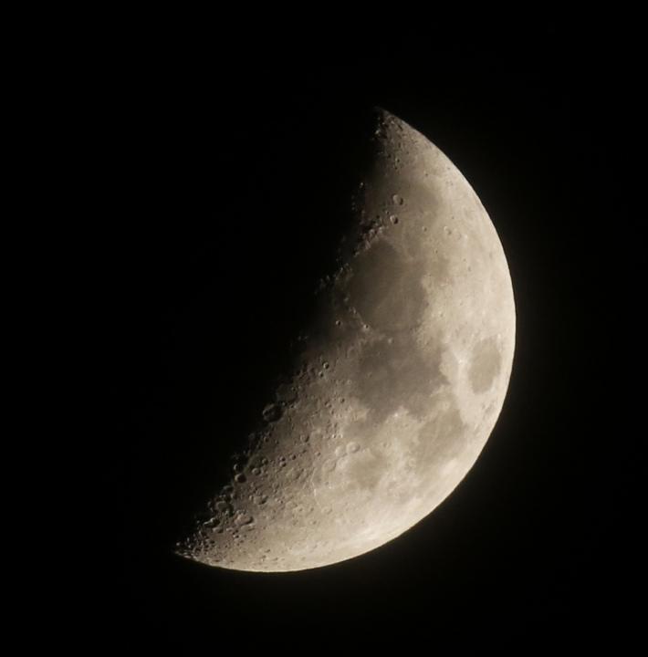 la lune, au soir du 22/02/2018 (38693.JPG)