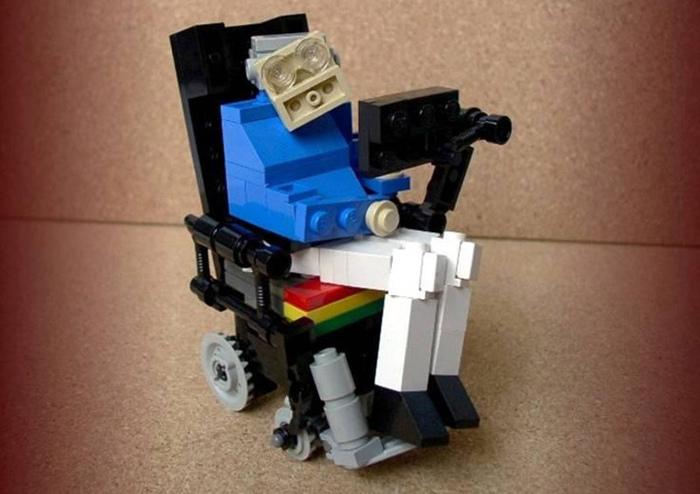 Stephen-Hawking-Lego.jpg.1b9d583687c343e123c00c8fac3029c3.jpg