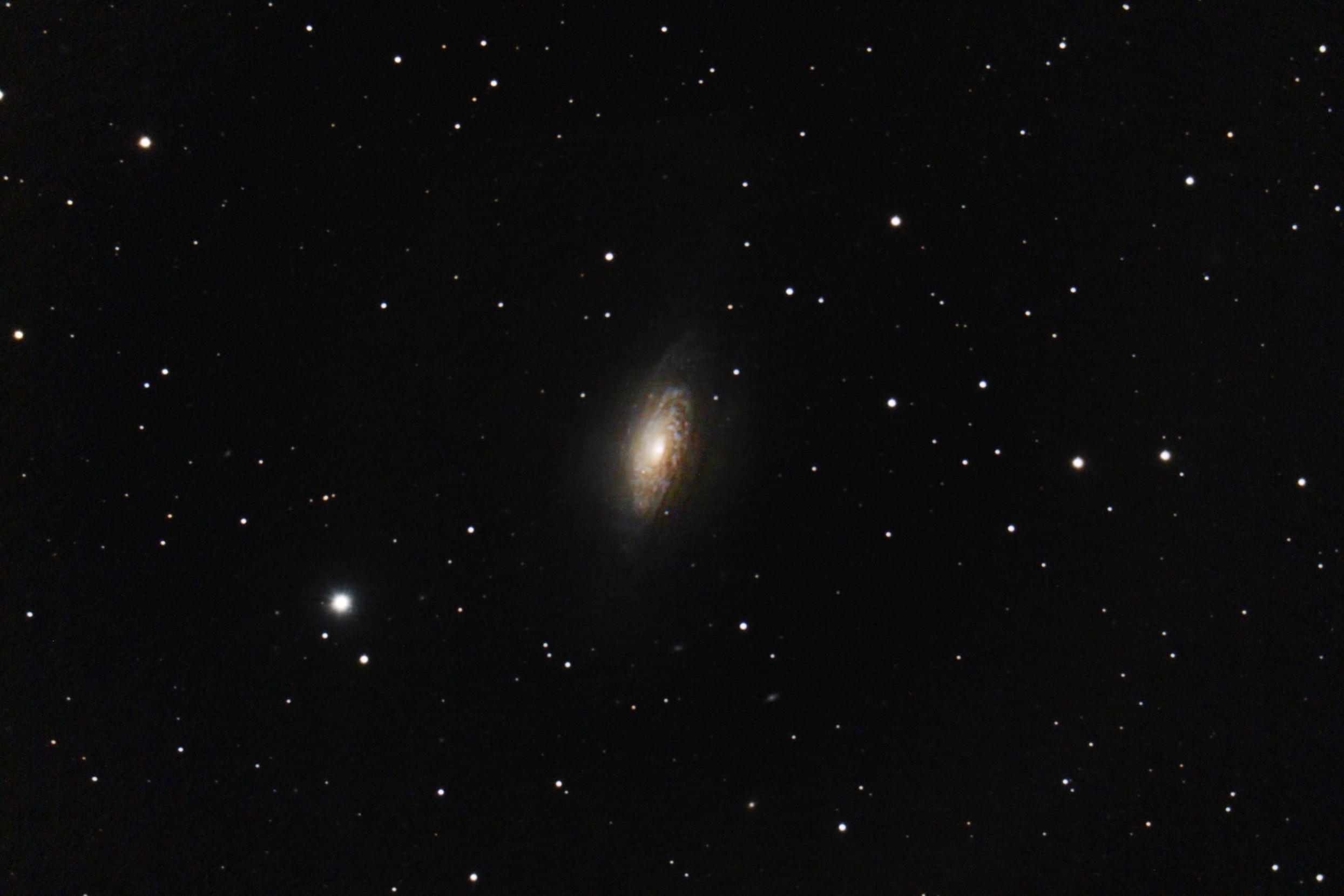 Galaxie NGC3521