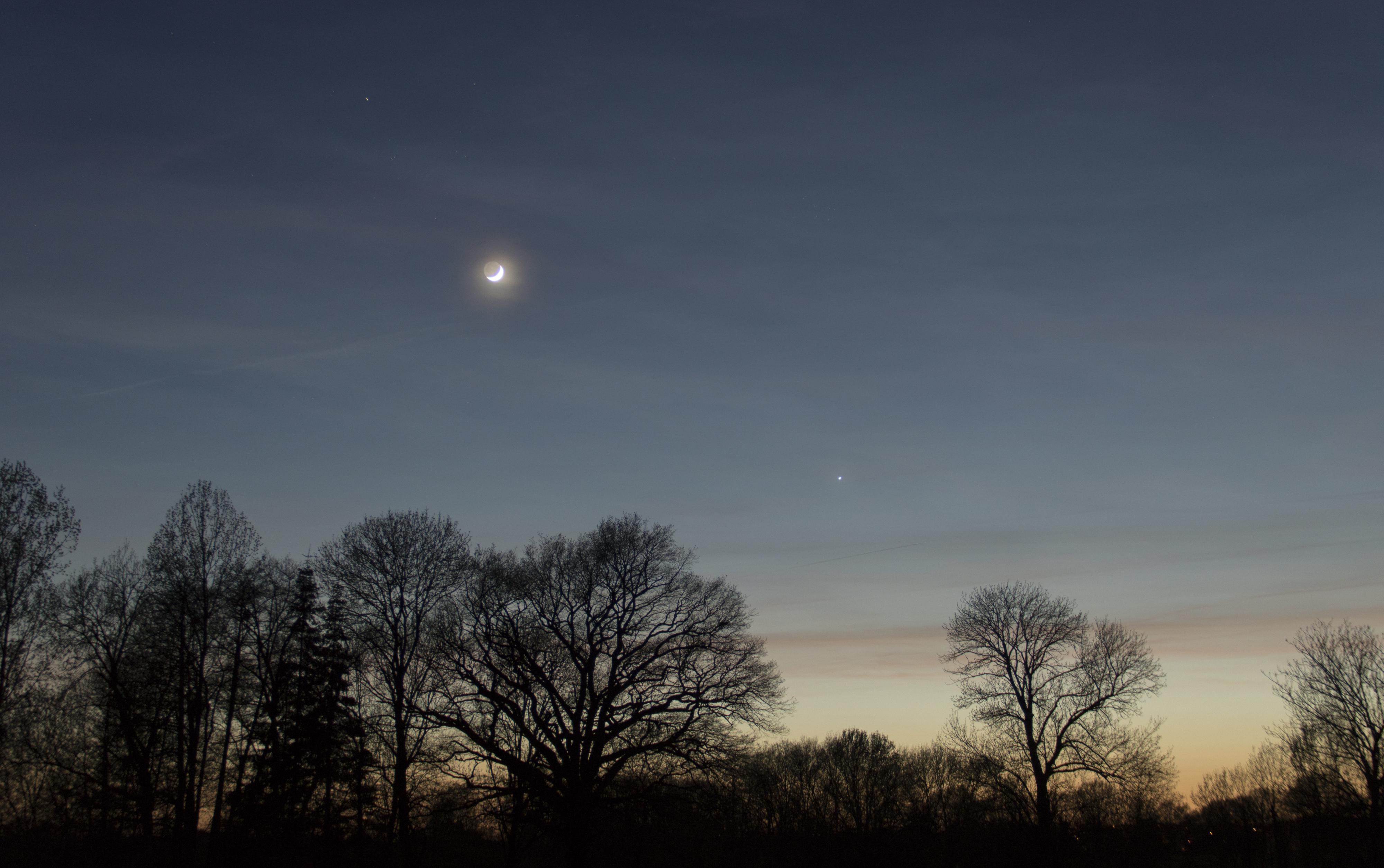 Coucher de Lune et de Vénus