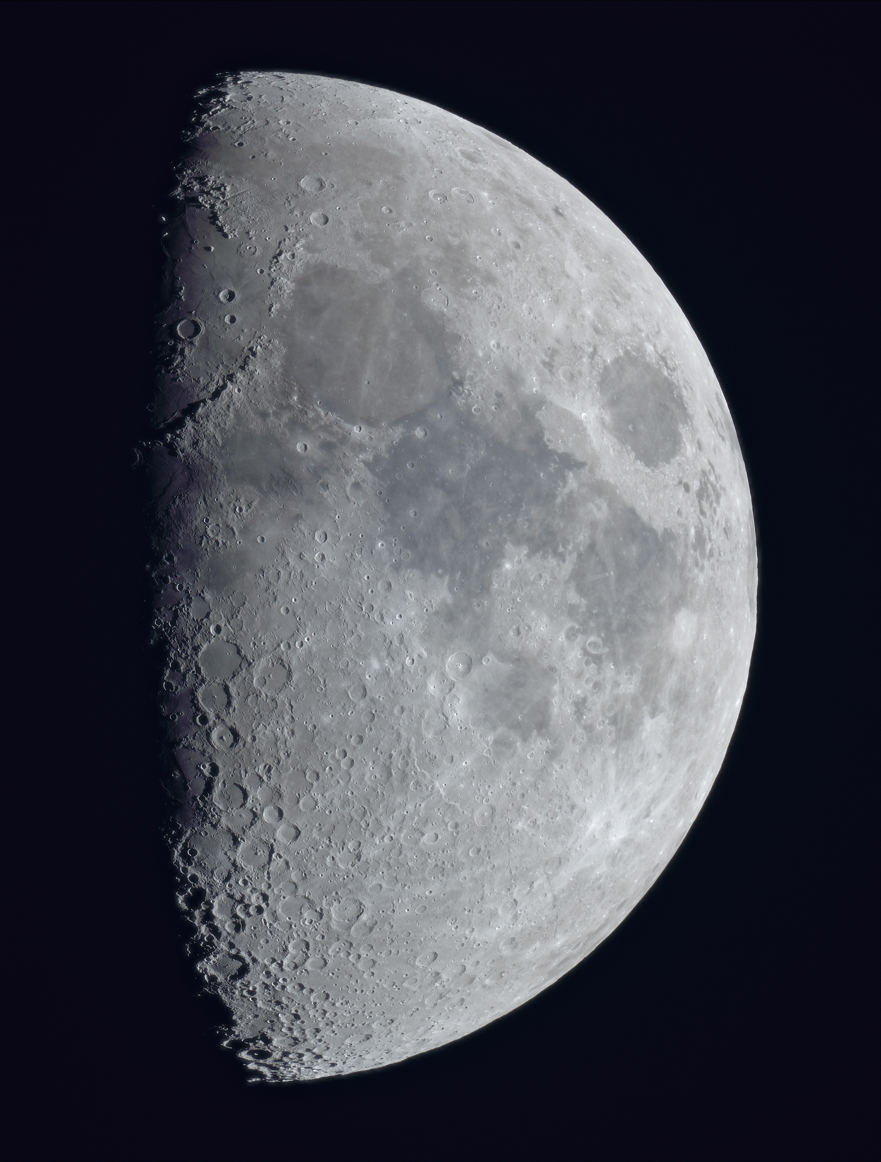 La lune du 23 Avril à la Fluorite FC76 sur trépied et Nikon D810