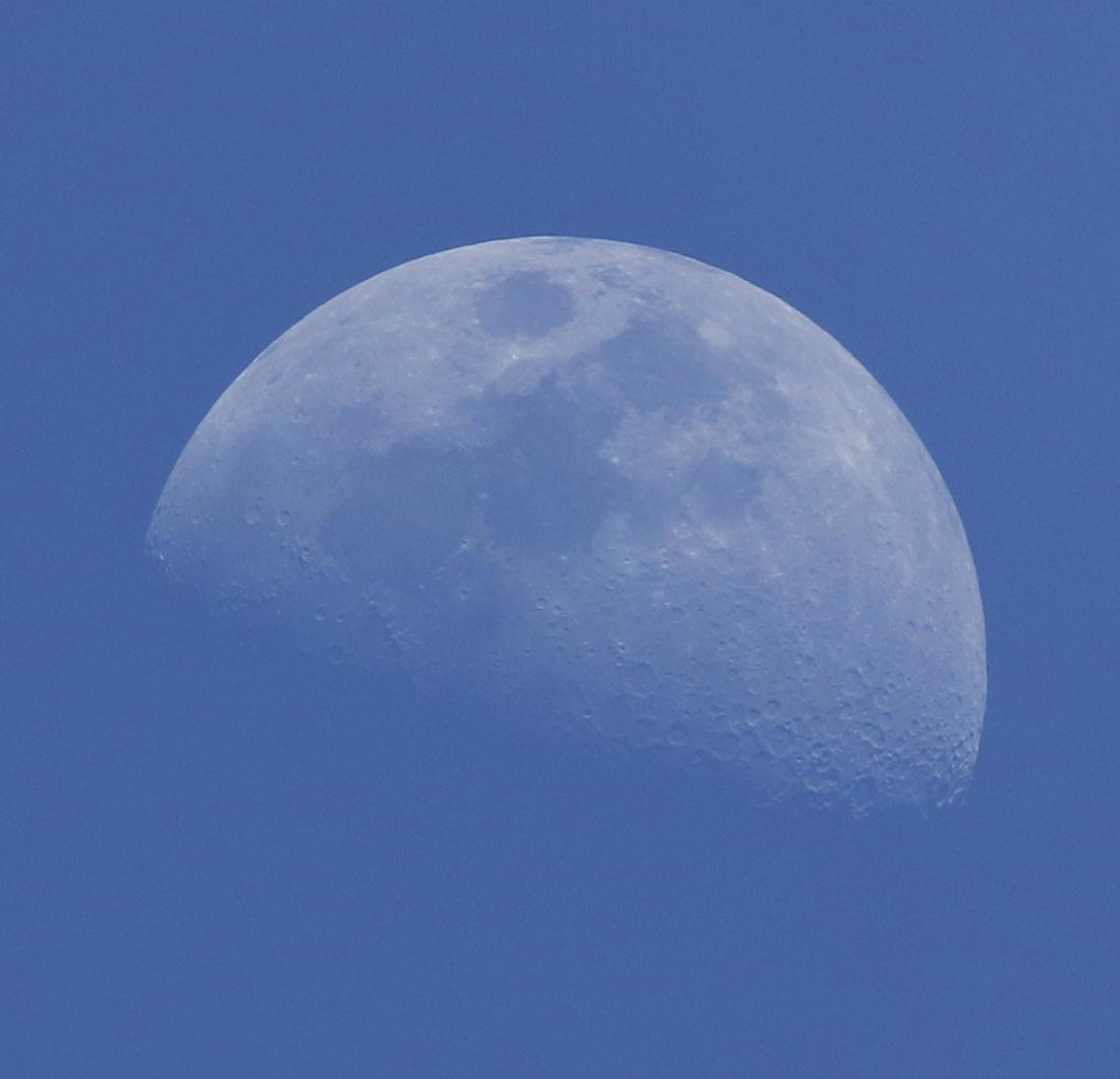 la lune, au soir du 23/04/2018 (41975/78/81.JPG)