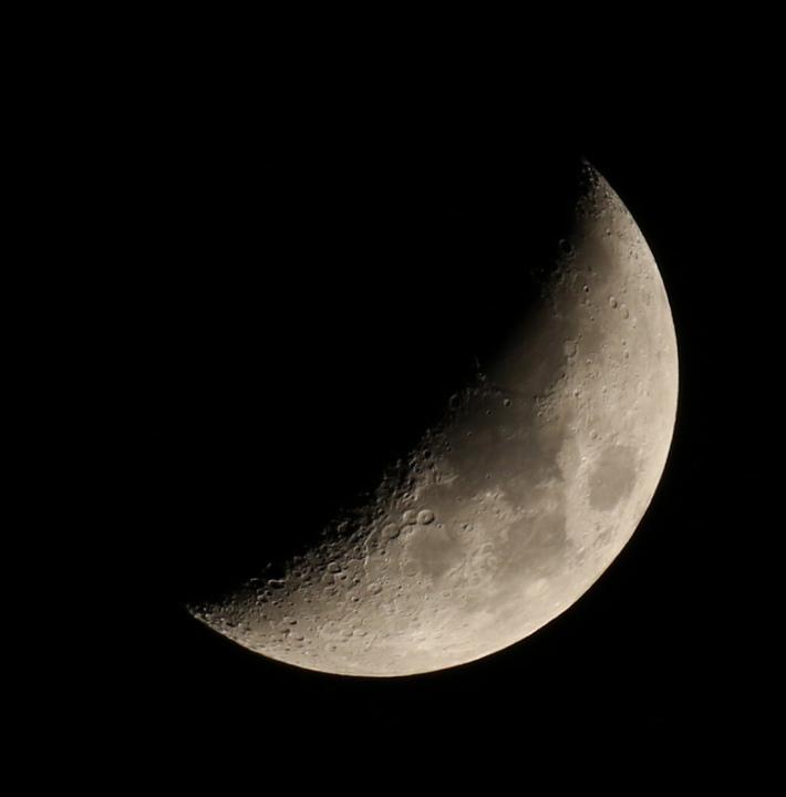 la lune, au soir du 21/04/2018 (41858/71/83.JPG)