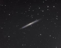 """Ngc 5907 une """"grande"""" galaxie vue par la tranche"""
