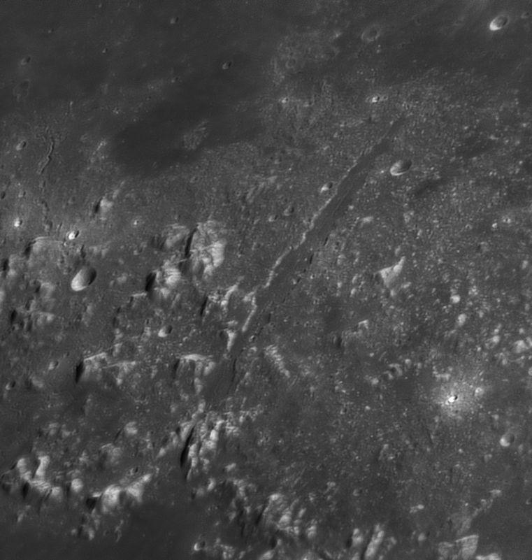 large.20180426_232442_Moon_G_Vallis_Alpes.jpg.8da2ab9c277724937fe978693ef13305.jpg