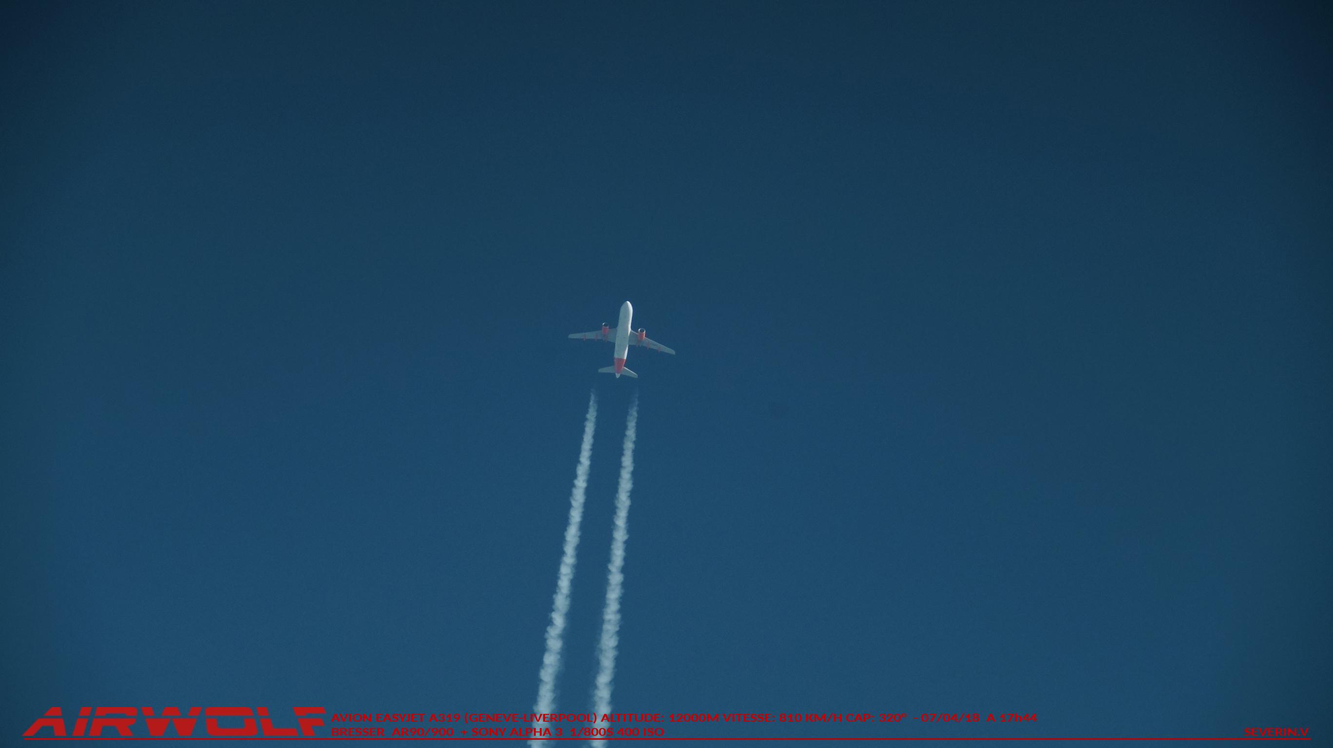 Avion  blanc avec liseré rouge  07-05-18