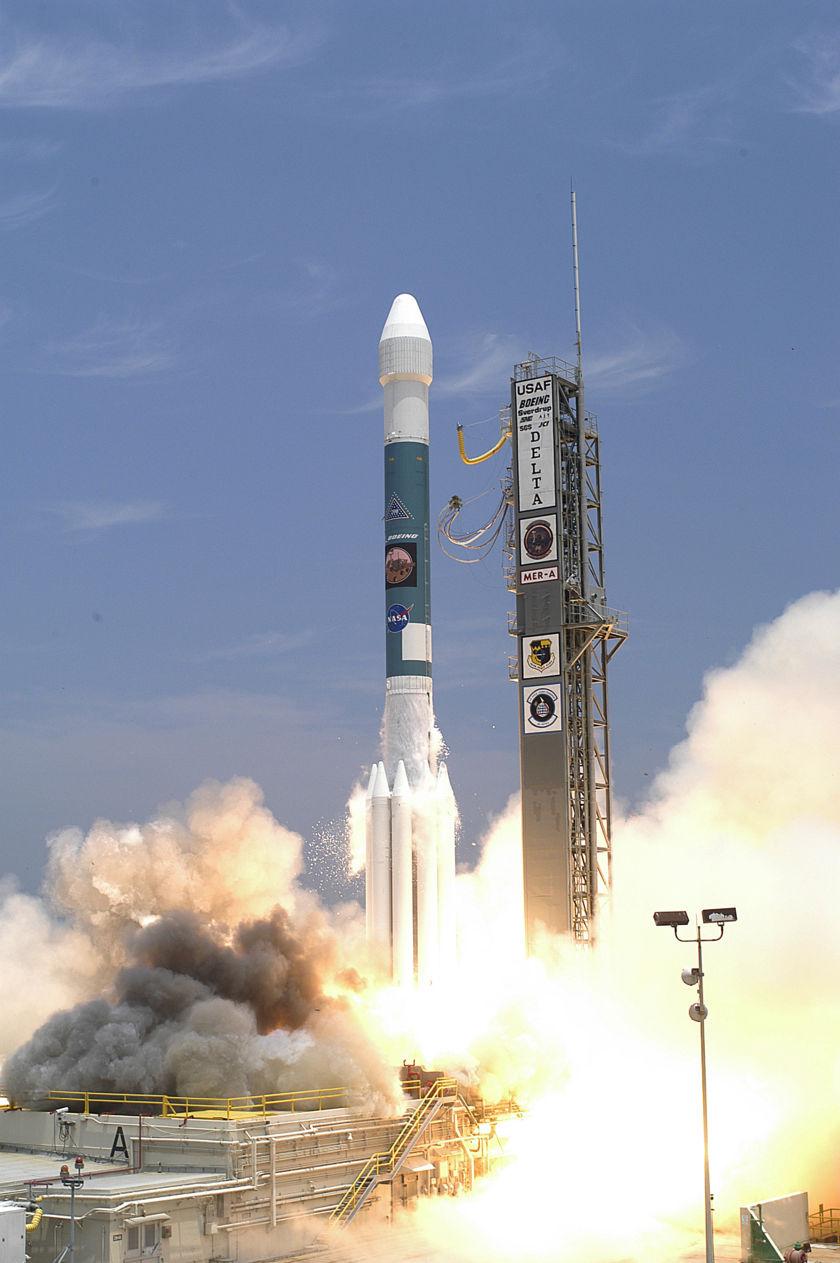 5b98ff5bb184a_deltaII-spirit_lancement2003.jpg.1ff4febbfc5dd4f6c48675c6d7e3e562.jpg