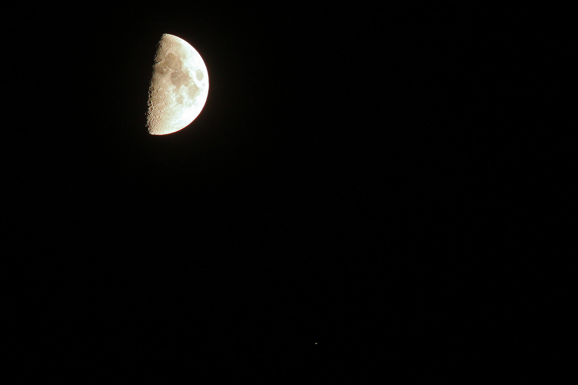 5ba00e516f765_lune-saturne300mmrd.thumb.jpg.49ec2191d1937ed4aec0d27c4c07f3e1.jpg