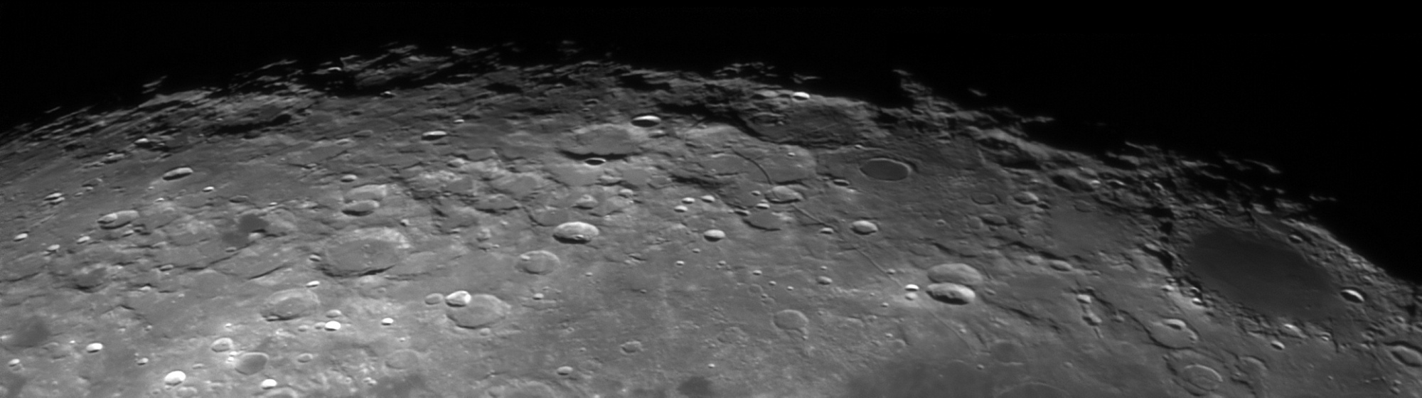 lune3.thumb.jpg.f8a5a0f640ce6b3d2a3766db8925d755.jpg