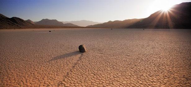 mystère-des-rochers-de-la-Death-Valley.jpg
