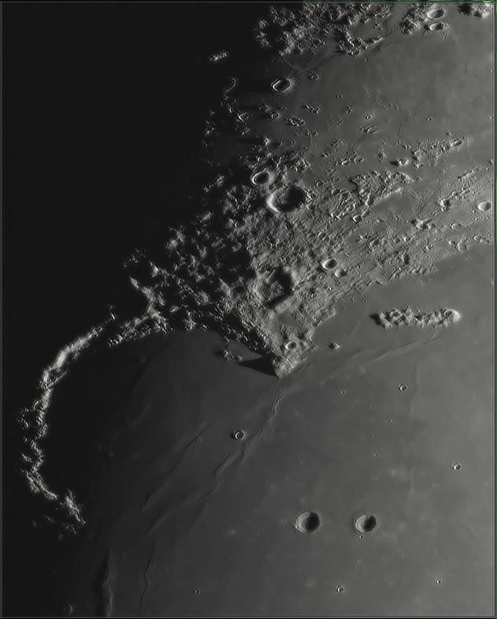 Moon_193016_N158x2-667ap40_grad4_ap1799-astra4.jpg