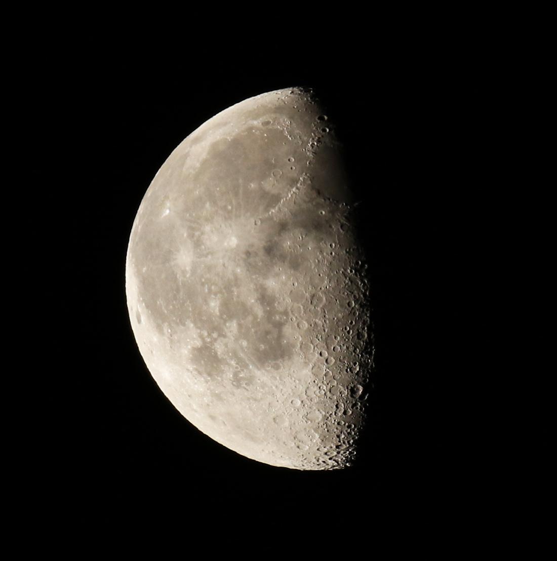 la lune, au matin du 27/et 28/12/2018 (54359/459/4435)