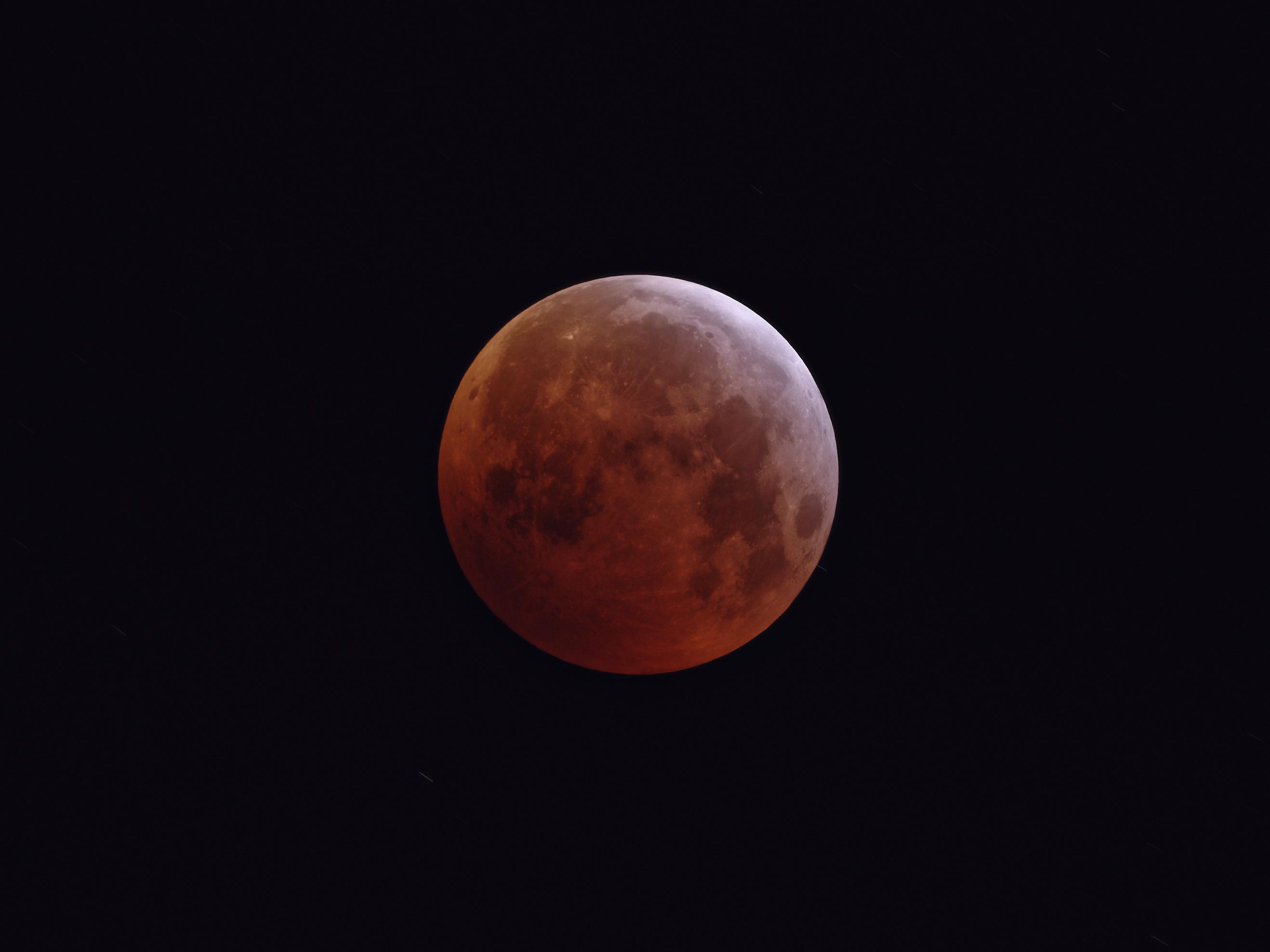 L'éclipse du 21 Janvier: 58 poses à la lunette apochromatique de 76mm et Nikon D810, sur trépied