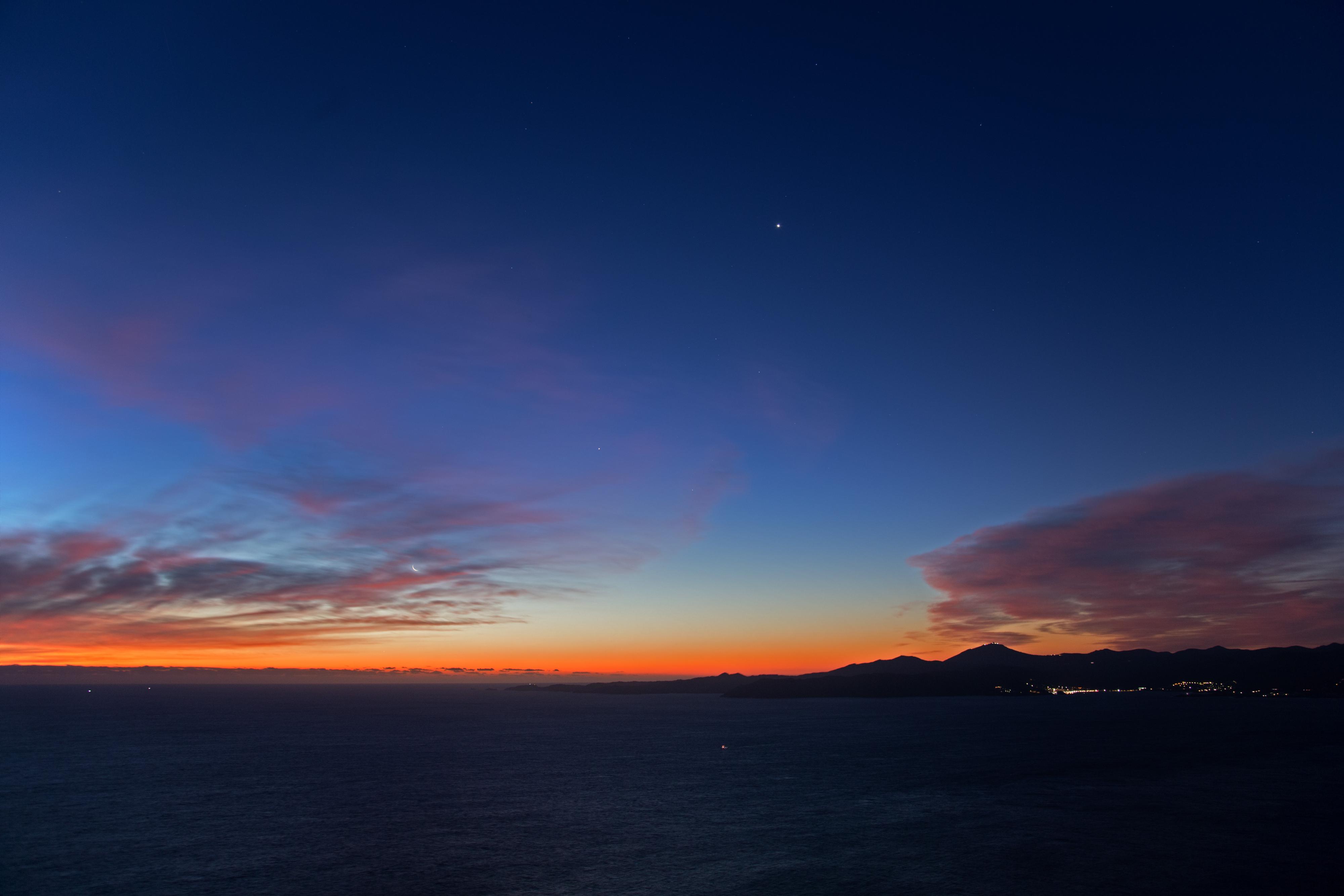 7h27, le jour s'installe et alignement Mercure Lune, Jupiter et Vénus