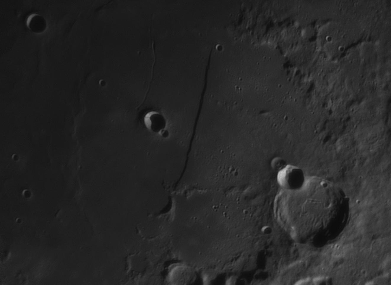 Moon_205132_lapl4_ap303 mur droit gros plan.jpg