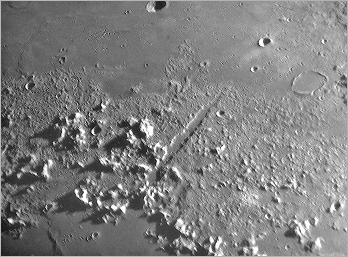 Lune_Rimae_Vallee_Alpes_02_2019-03-15_ICHT-MA.png.0d9cd1361fff1b322316bbbf6f3b533d.png