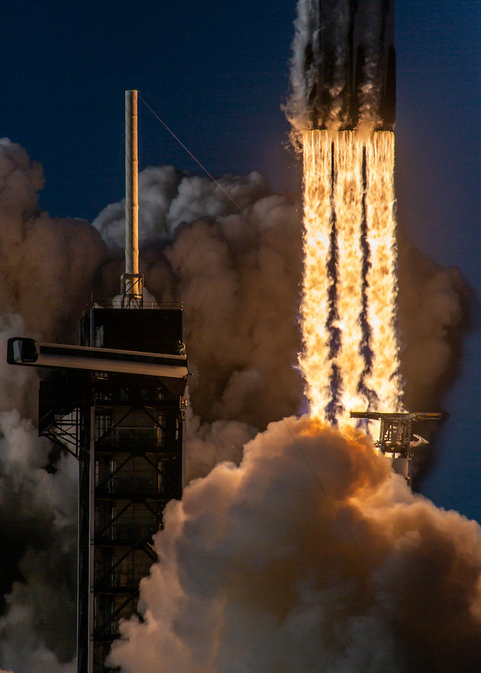 Falcon-Heavy_02_Arabsat-6A_LC-39A_190411_6.jpeg.900ed13ed1d21001230854688dfd6104.jpeg