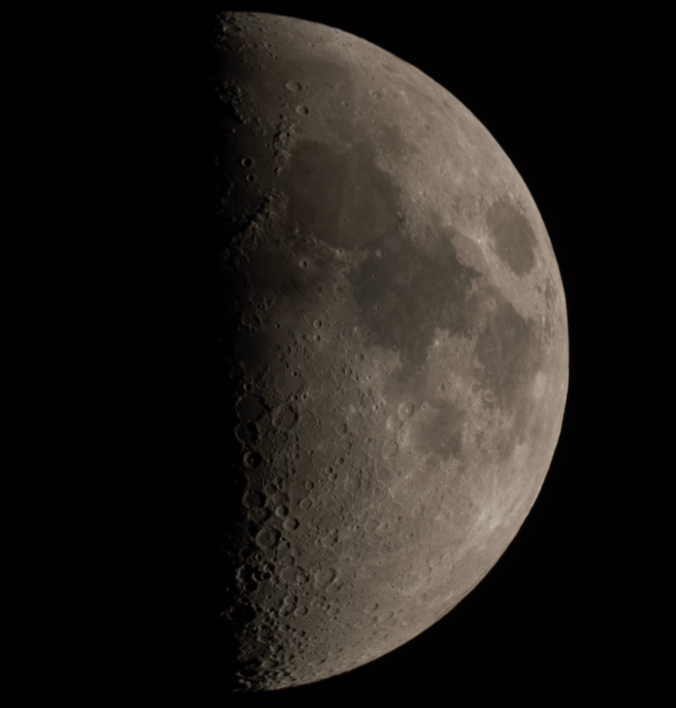 Lune du 12 avril 2019 au soir illuminée à 50,7%.jpg