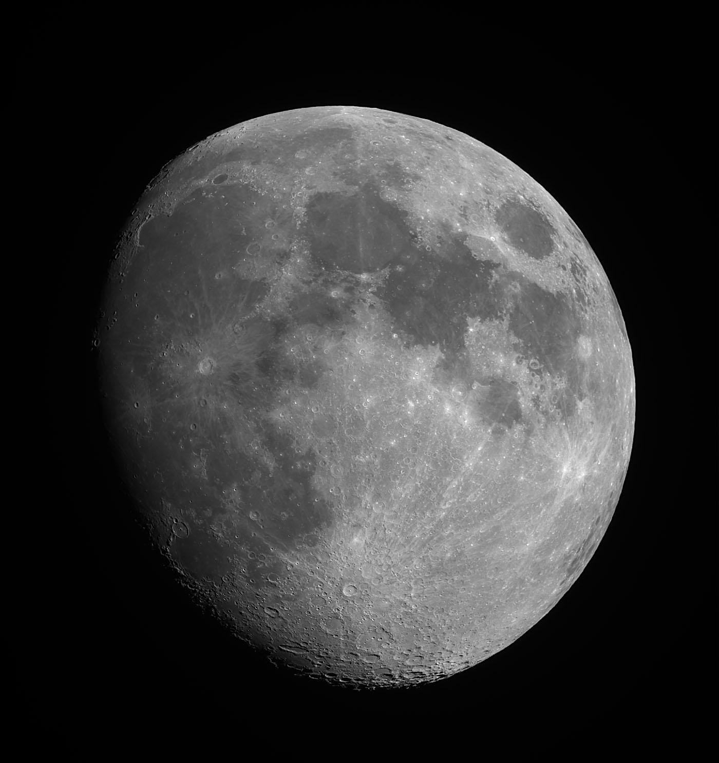 Lune stack v1 15 mai.jpg