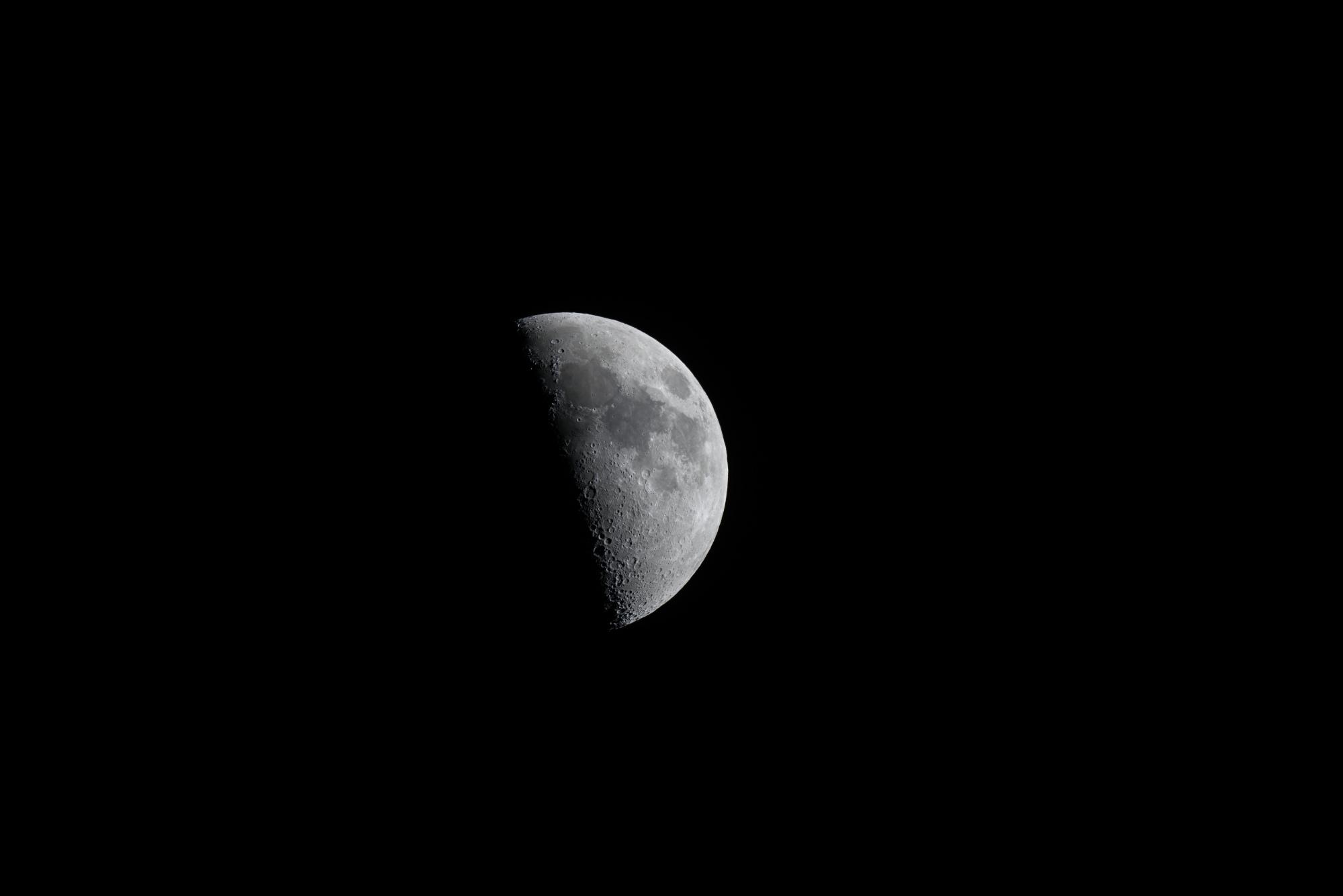 moon.thumb.jpg.c7cf1eb44ed14541001484b66ec13065.jpg