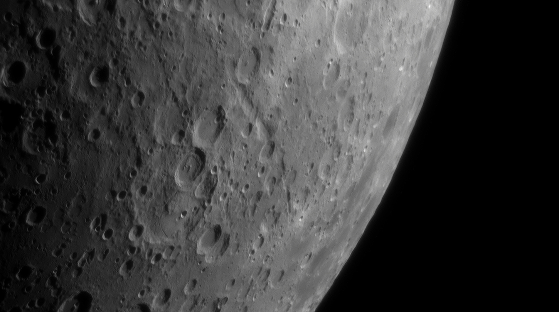 5cfc230543566_Moon_190433_080619_ZWOASI290MM_IR_650_nm_AS_P45_lapl4_ap355.jpg.017283e05b30fdbeabb7f9457640518e.jpg